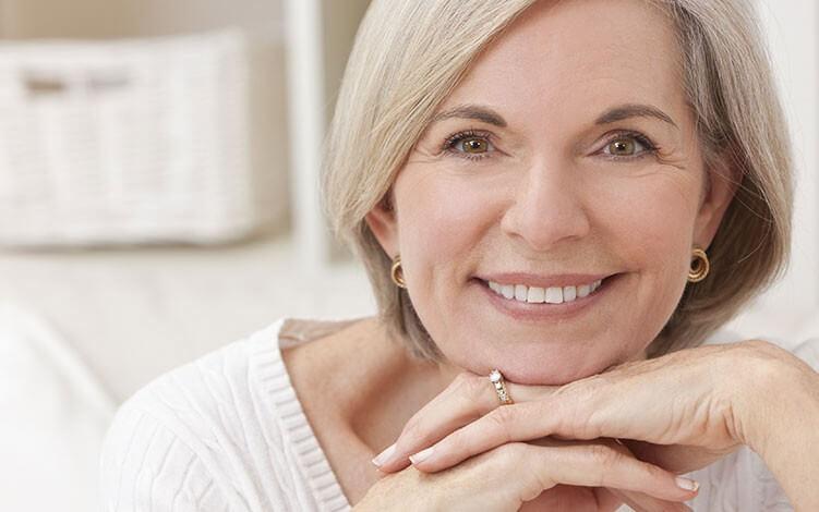 senhora de 50 anos maquiada