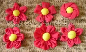 215637 Flor 1 300x181 Flores de Fuxico Passo a Passo