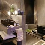228517 Flores naturais ou artificiais enchem o banheiro de alegria 150x150 Como Decorar Banheiro com Flores