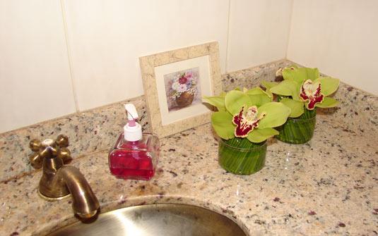 decorar o banheiro : decorar o banheiro: ficam muito bem em banheiros 150×150 Como Decorar Banheiro com Flores