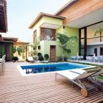 231822 piscina no vão central com cadeiras a volta 150x150 Decoração De Piscinas, Fotos