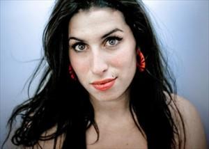 237520 Dez Melhores Musicas de Amy Winehouse 300x214 Dez Melhores Musicas de Amy Winehouse