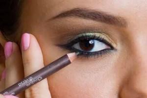 239249 maquiagem preta para olhos pequenos 2 300x200 Maquiagem Preta para Olhos Pequenos