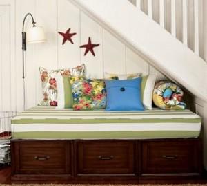 239270 decoração em baixo da escada 2 300x269 Decoração Em Baixo da Escada, Dicas