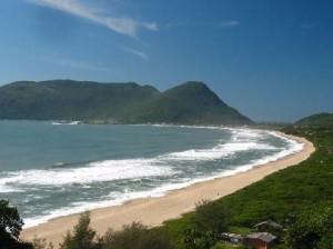 242556 praia da armação 300x224 Roteiro de Viagem Florianópolis, Santa Catarina