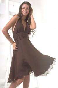 260356 vestido marron 199x300 Modelos de Vestidos Decotados, Sugestões e Dicas