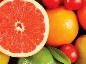 263263 grapefruit 6249 300x225 Conheça as frutas que ajudam a queimar as gordurinhas
