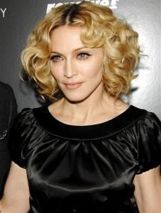 264921 madonna2 227x300 Madonna Lançará Novo Album em 2012