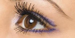 265460 maquiagem para destacar os olhos 1 300x152 Maquiagem para destacar os olhos grandes