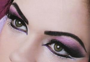 265460 maquiagens para destacar os olhos 2 300x208 Maquiagem para destacar os olhos grandes