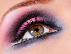 265460 maquiagens para destacar os olhos 3 300x231 Maquiagem para destacar os olhos grandes
