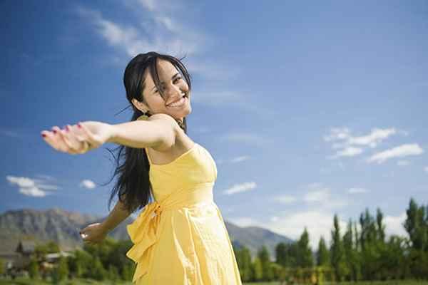 273166 feliz sozinha 600x400 Solteirice: 10 Dicas para ser feliz solteira