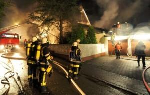 apos-incendio-residencia-de-breno-na-alemanha-ficou-totalmente-destruida-jogador-e-sua-familia-escaparam-sem-ferimentos-1316488675436_615x300