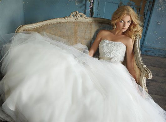 279184 Vestido de noiva com saia armada Vestidos de Noiva 2012