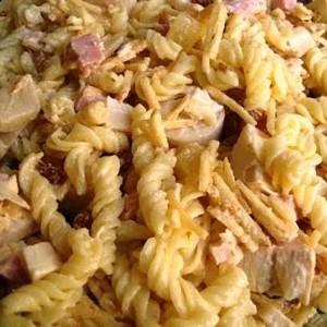 279808 salaada de macarrão 2 300x300 Aprenda como preparar uma salada de macarrão