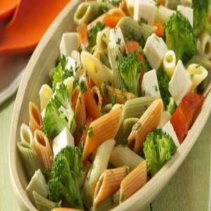 279808 salada de macarrão 1 300x300 Aprenda como preparar uma salada de macarrão