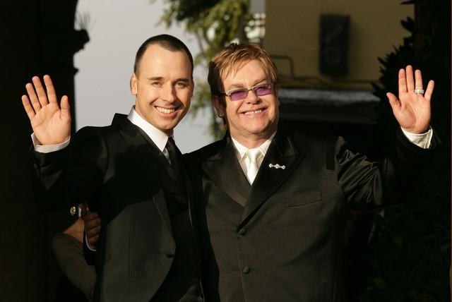 280720 EltonJohn Conheça os famosos que assumiram a homossexualidade