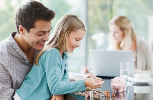 Como ensinar as crianças a poupar dinheiro