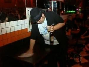 282395 heavyduty3 Conheça o bar famoso pelo mau atendimento