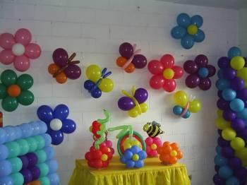 Decoração com bexigas para festa infantil
