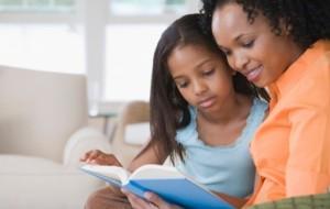 criancas-lendo-livro-6653