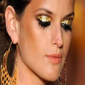 290546 01 cópia 300x300 Curso de maquiagem profissional: onde fazer