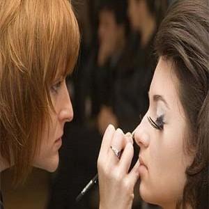 290546 98 cópia 300x300 Curso de maquiagem profissional: onde fazer