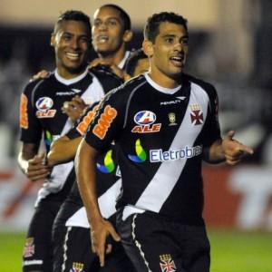 293026 vasco 300x300 Vasco faz 2 a 0 sobre o Atlético MG e permanece na vice liderança do Brasileirão