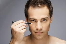 296986 homem 1 Saiba como os homens podem usar lápis de olho