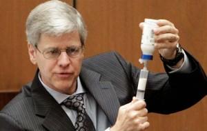 Especialista afirma sangue de Michael Jackson possuía mais lorazepan do que médico admite.