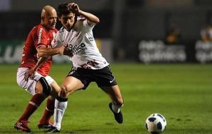Internacional e Corinthians fazem duelo na parte de cima da tabela