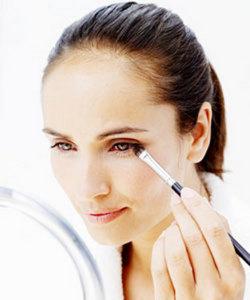 300985 maquiagem estilo beleza roupa lingerie disfarce espinhas rugas olheira base corr 18827 Truques de maquiagem para parecer mais nova