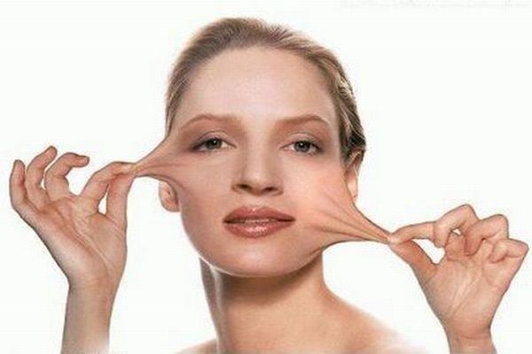 304998 Lifting para mulheres com pele flacida Lifting para mulheres com pele flácida