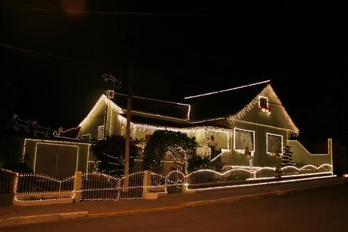 307349 Decora%C3%A7%C3%A3o externa de natal com pisca pisca 3 Decoração de Natal: Decorando a frente da casa,o pátio, o jardim e a rua.