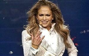 Jennifer Lopez se emociona em show
