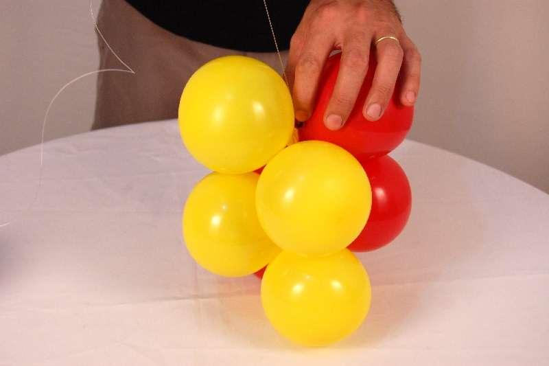 310589 Aprenda a fazer guirlandas com balões 3 Aprenda a fazer guirlandas com balões