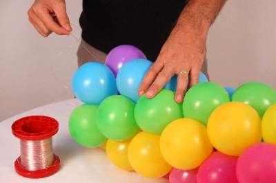 310589 Aprenda a fazer guirlandas com balões 4 Aprenda a fazer guirlandas com balões