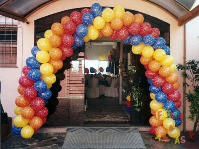 310589 Aprenda a fazer guirlandas com balões 5 Aprenda a fazer guirlandas com balões