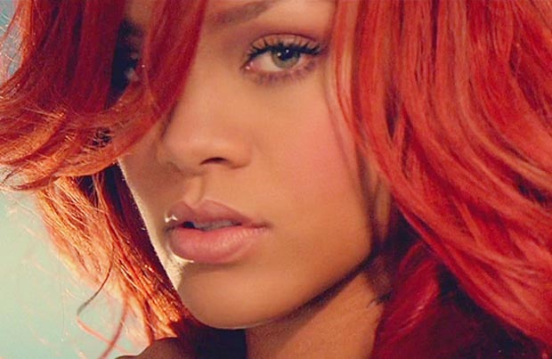 310992 Rihanna+California+King+Bed+Video+PNG large Médicos pedem para Rihanna parar de beber