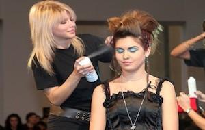 Conheça os diferentes tipos de spray para os cabelos