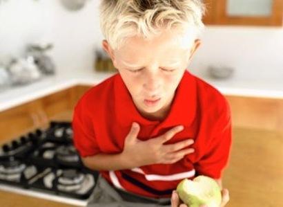 315176 crianca engasgada Primeiros socorros em casos de engasgo