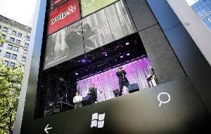 Microsoft instala Windows Phone gigante em Nova York; veja vídeo