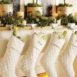 318663 rustic mantel christmas stockings 150x150 Enfeites para deixar a casa em clima de natal