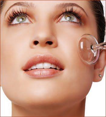 319352 sucção1 Limpeza de pele por sucção para eliminar cravos e espinhas