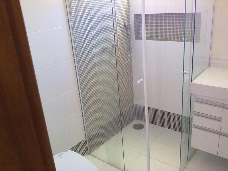 Pastilhas para revestimento do banhei -> Banheiro Pequeno Com Pastilhas De Vidro