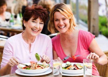 329556 Almoco interna Os cuidados com a alimentação fora de casa
