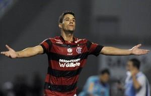 Thiago Neves afirma que flamenguistas têm que chutar mais em gol