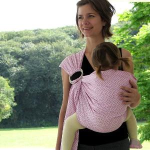 339502 Cuidados para carregar a criança no Sling 2 Cuidados para carregar a criança no Sling