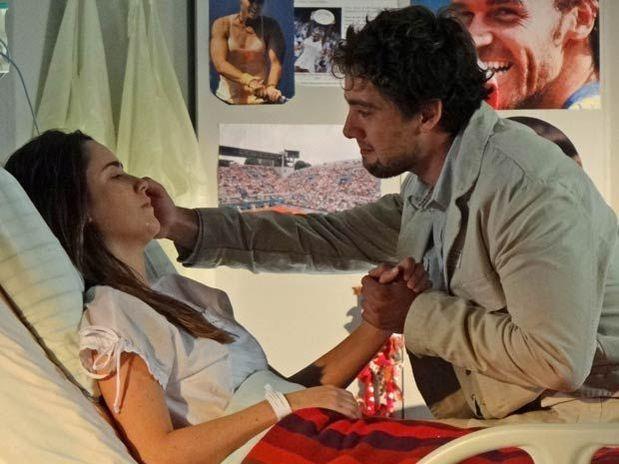 339923 Rodrigo e Ana A Vida da Gente: Após coma, Ana e Rodrigo se beijam