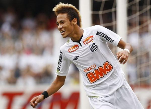 341671 Neymar Neymar na briga para fazer parte da seleção de 2011 da Fifa